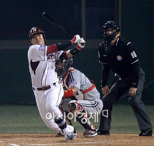 [포토]좌전 안타 치는 넥센 김민성