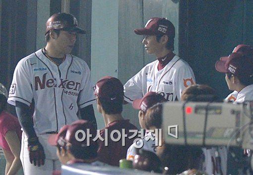 [포토]강정호,'상대 폭투로 다시 앞서갑니다'