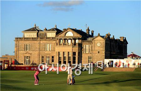 스코틀랜드의 세인트앤드루스골프장은 해외 골프 탐방지로 가장 인기 있지만 사전 지식이 필요한 곳이다. 사진=Getty images/멀티비츠
