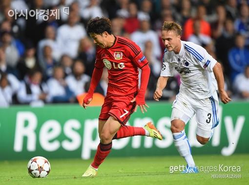 손흥민(왼쪽)이 유럽축구연맹(UEFA) 챔피언스리그 출전 아홉 경기만에 데뷔 골을 넣었다.[사진=Getty Images/멀티비츠]