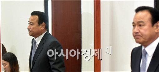 [포토]굳게 입다문 이완구 원내대표