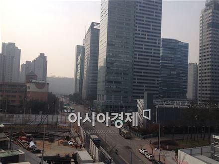 미디어 클러스터로 조성된 상암DMC에는 SBS, YTN, KBS미디어센터, MBC가 입주를 마쳤다.