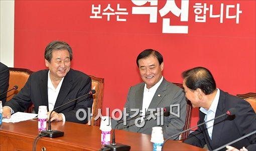 [포토]이야기하는 김무성·이재오