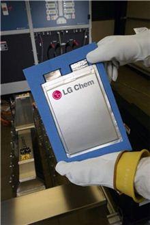 LG화학의 전기차 배터리 셀 /