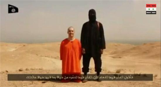 IS가 제임스 라이트 폴리를 참수했다며 영상을 공개했다. (사진=유투브 영상 캡처)