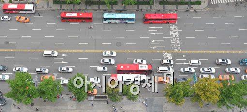 [포토]통행 멈춘 차량들