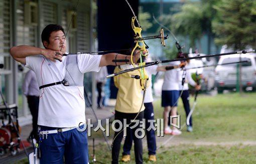 [포토]훈련하는 남자 양궁 오진혁