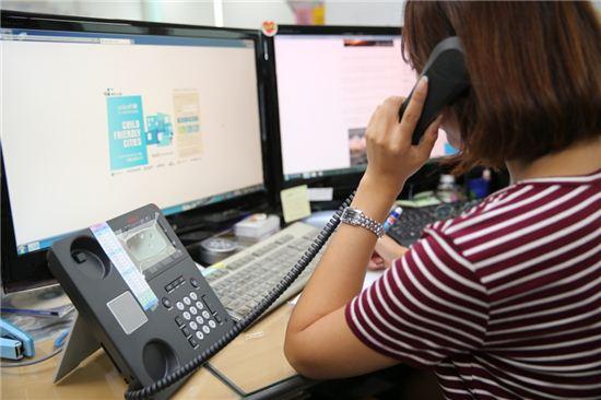 성북구는 8월 1일자로 구청사 및 관내 36개 기관의 행정전화를 인터넷전화로 통일하여 구축, 민원 불편사항 해소 및 직원 간 담당부서 및 전화번호, 사진 공개를 통해 효율적인 업무를 돕고 있다.