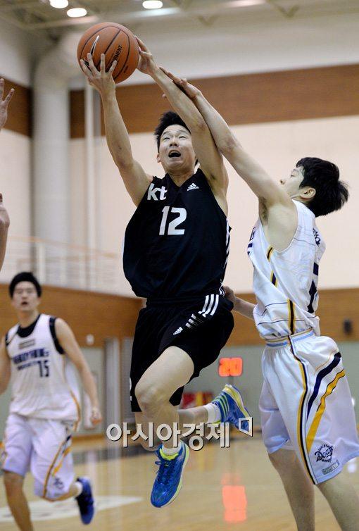 [포토]김현수,'파울도 소용없어'