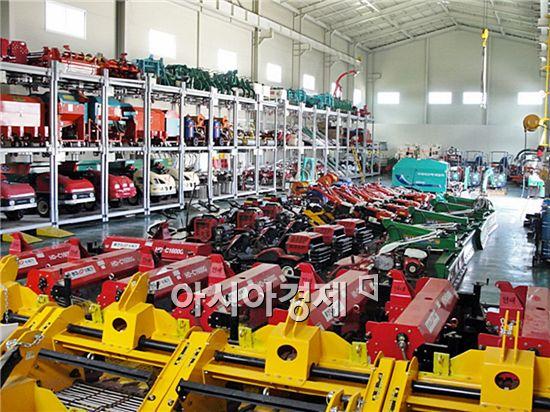 정읍시농업기술센터가 추진해오고 있는 농기계임대 사업이 호응을 얻고 있다.