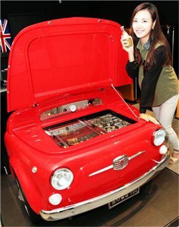 갤러리아명품관은 음료용 냉장고 '스메그 500'을 출시했다.