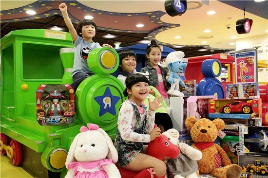 롯데마트가 토이저러스 온라인몰을 오는 29일 오픈한다.