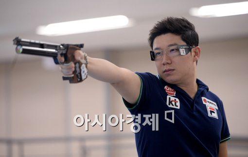 [인천AG]'진종오 1위' 남자 사격, 50m 권총 단체전서 은메달