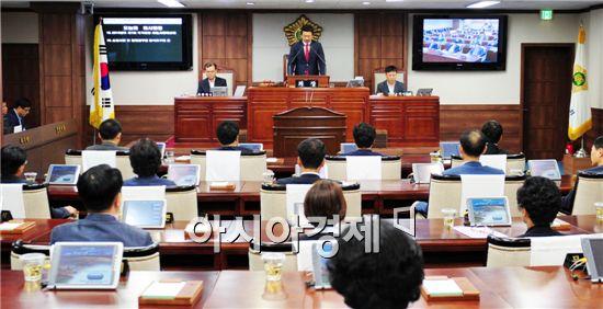 김병권 순천시의회 의장이 제186회 임시회 폐회사를 하고있다.