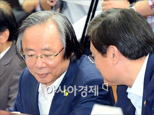 [포토]경제관계장관회의 참석한 이주영 장관