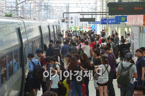 [포토]북적이는 서울역