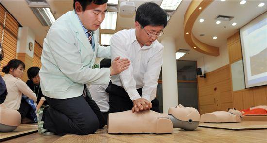심폐소생술 교육 장면