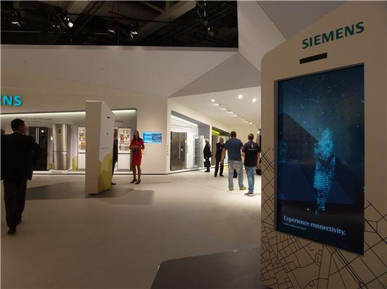 ▲'연결성을 경험하라'는 주제로 꾸며진 지멘스의 'IFA 2014' 전시장