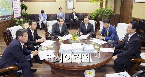 해남군(군수 박철환)이 국회의원, 도의원을 초청한 정책간담회를 잇따라 개최하며 내년도 예산확보에 총력을 기울이고 있다.