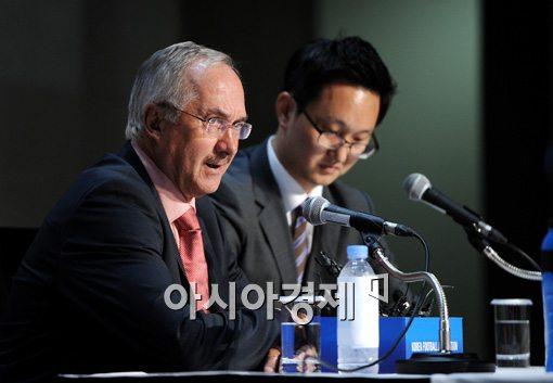 [포토]슈틸리케 감독,'한국 행, 고민하지 않았어요'