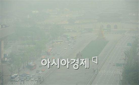 사진은 미세먼지로 가득했던 지난 8월13일 서울 광화문