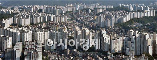 서울 강남과 서초, 송파 등 '강남3구'와 나머지 22개 '비강남권' 아파트의 평균 가격 차이가 더 확대된 것으로 나타났다.