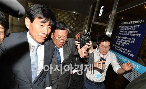 '원세훈 판결' 법치주의 우려, 귀 막은 법원