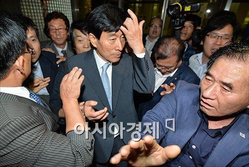 '원세훈 항소' 뜸들인 檢, 격론 끝 항소결정 (종합)
