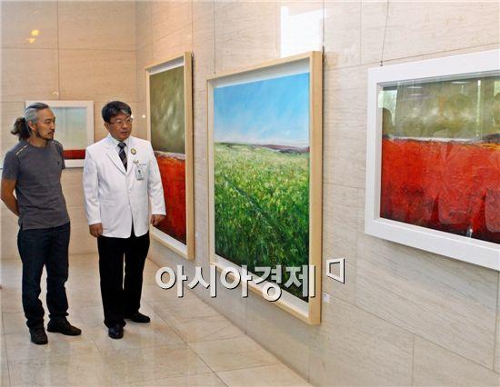 전남대학교병원이 서양화가 한임수씨의 작품 전시회를 9월 한 달간 1동 로비 CNUH갤러리에서 개최한다.