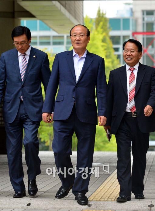 [포토]서울지법으로 입장하는 김종대 건강보험공단 이사장