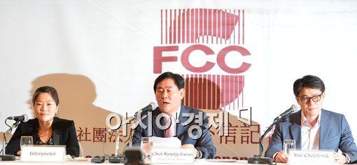[포토]최경환, '외국 투자자 차별없도록 뒷받침'