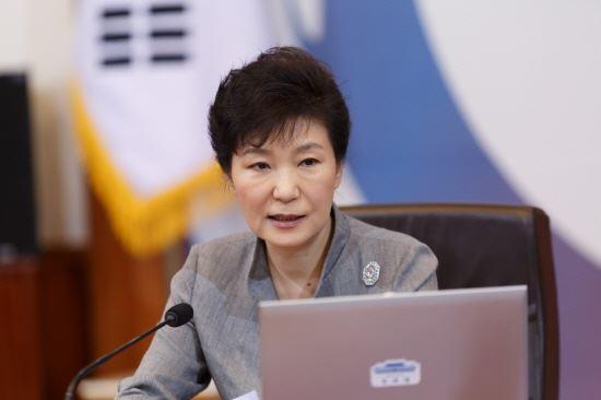박근혜 대통령 에볼라 바이러스 맞서 보건인력 파견 결정  [사진=청와대 제공]