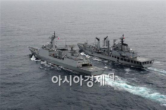 18일 순항훈련을 시작하는 최영함(왼쪽)과 천지함. (사진=국방일보)