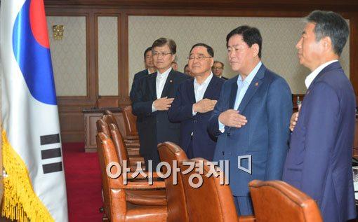 [포토]국민의례하는 국무위원들