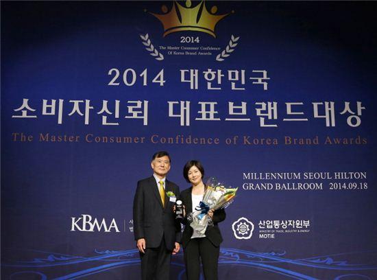 맥도날드가 사단법인 한국브랜드경영협회에서 주최하는 '2014 대한민국 소비자신뢰 대표브랜드 대상'에서 패스트푸드 전문점 부문 대상을 수상했다