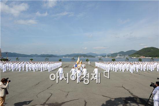 해군사관학교 69기 생도이 '2014 해군순항훈련전단'에 참여해 미국 괌을 시작으로 호주, 인도, 러시아 등 12개국, 12개항을 순방한다. (자료제공=해군)