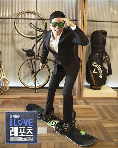 레포츠 기획 프로그램 <류재영의 아이러브 레포츠> 시즌 2에 CJ오쇼핑의 대표 쇼호스트인 류재영 쇼호스트가 포즈를 취하고 있다.
