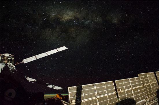 ▲무수힌 빛나는 하늘. 전갈자리이다. 국제우주정거장에서 촬영했다.[사진제공=NASA]