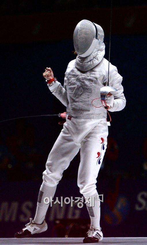 [인천AG]펜싱 여자 사브르, 단체전서 중국 꺾고 금메달