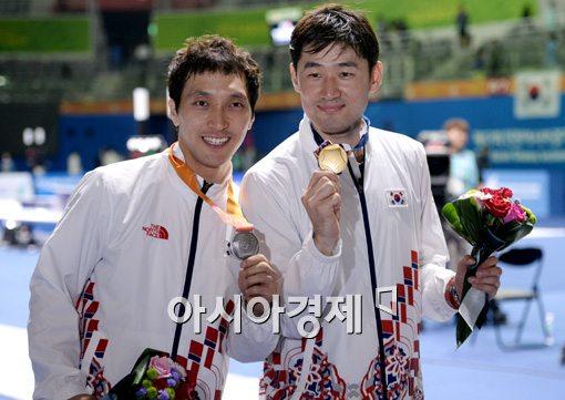 [포토]정진선-박경두,'저희도 금-은메달 차지했어요'