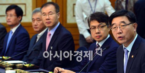 [포토]인사말 전하는 이기권 장관