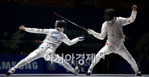 [포토]펜싱 남자 결승, 한국 중국 공방전