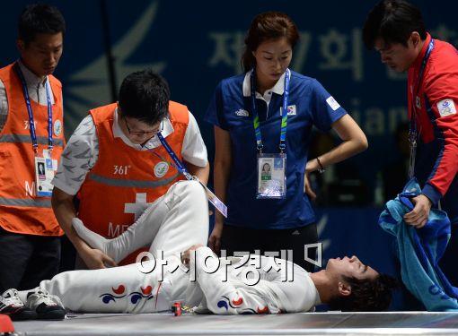 [포토]경기 중 부상 당한 허준