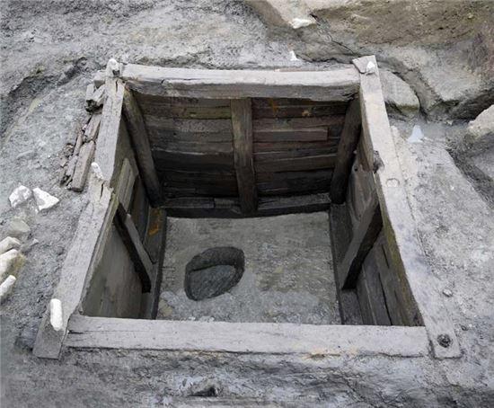 대형 목곽고(목재로 만든 저장시설) 전경.
