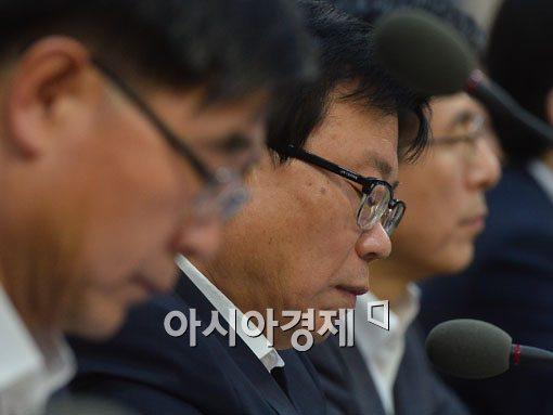 [포토]쌀 관세화 앞두고 고심하는 이동필 장관