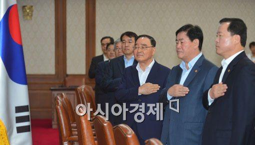 [포토]국무회의 참석한 국무위원들