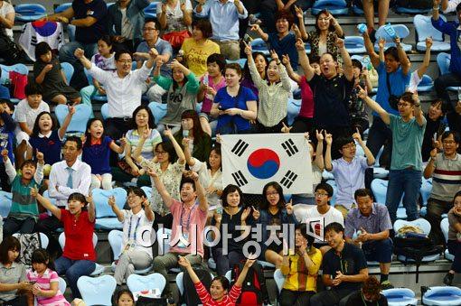 [포토]경기장 가득 울려퍼진 '대~한민국'