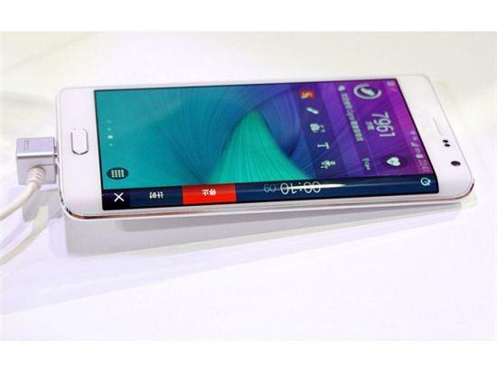 ▲중국 HDC가 만든 '짝퉁' 갤럭시스 노트 엣지 4G LTE. 원판인 삼성전자의 갤럭시노트 엣지와 완벽히 동일한 외형을 갖추고 있다.