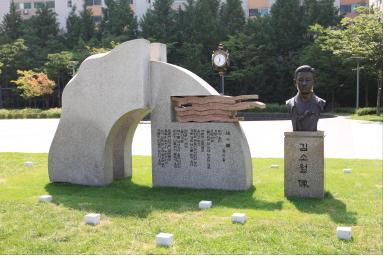 왕십리광장 소월 시비