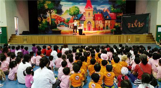 곡성군 어린이집연합 과학축제가 곡성문화센터 문화광장에서 열렸다.